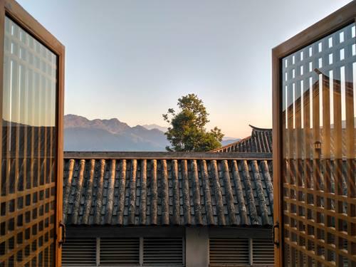 Foto jepretan Xiaomi Redmi 3 Jendela Latar Gunung