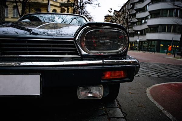 Cara Membersihkan Kaca Lampu Mobil yang Kusam